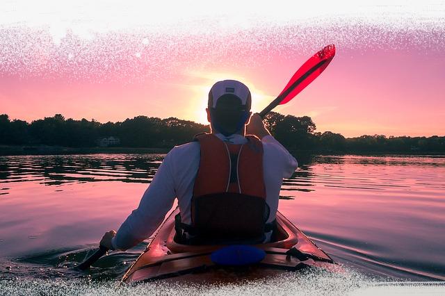 kayaking-1149886_640